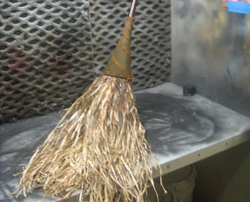 deluxe-witches-broom-featured